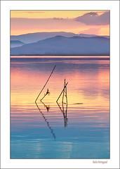 Que vienen los indios ! (Rafa Mengual) Tags: naturaleza luz lago agua paisaje colores cielo reflejos montaas