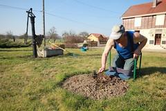 BAILLY-LE-FRANC alain fait du jardinage (lesteclair) Tags: sarkoland
