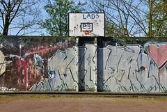 un t  la cit : Montreuil 93 (NiCoLaS OrAn) Tags: city paris france tower saint seine project estate cit social inner council housing suburb block 93 barrio denis montreuil hlm bois batiment banlieue sous wohnblock rosny
