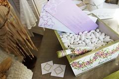 χειροποίητη, ξύλινη πινακοτή για κέρασμα κουφέτων ή ρύζι με σέσουλα και ζωγραφισμένα οονόματα