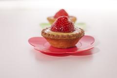 "Sweet ""moments"" (Mauro | PhotoForFood) Tags: pink food strawberry nikon candy sweet bokeh flash rosa dolce boke cibo dolci d60 fragole nikkor35mmf18 metz50af1"