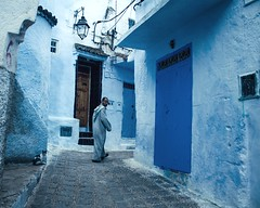 Un regard (cafard cosmique) Tags: africa mountain photography photo foto image northafrica morocco maroc chaouen chefchaouen marruecos marokko rif marrocos afrique chefchouen xaouen chouen afriquedunord    bluetowncity
