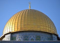 Kubbet's Sahra's Gold Dome (ilmikadim) Tags: blue yellow gold islam jerusalem mosque islamic alaqsa mescid kuds kubbetssahra