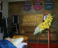 four years ago today (the foreign photographer - ) Tags: thailand bangkok casket sala corpse wat fatherinlaw mahathat bangkhen prasit