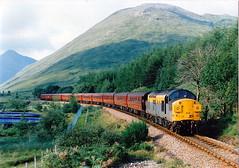 37088 at tyndrum upper (47604) Tags: alltypesoftransport 37088 tyndrum class37 westhighlandline whl dutchlivery diesel mountain hill green