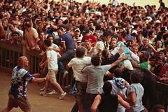 19A_0062 (L'uomo Nell'Alto Castello) Tags: 2 people film analog 35mm square italia crowd olympus celebration persone tuscany winner siena piazza om toscana festa zuiko om1 analogica crowded piazzadelcampo onda luglio vittoria festeggiamenti vincitore folla pelicola rullino zuikozoom75—150