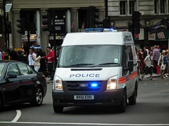 Met Police DVH (kenjonbro) Tags: uk england white london ford westminster trafalgarsquare police transit emergency charingcross metropolitan fwd 115 sw1 999 bluelights metropolitanpolice 2011 dvh kenjonbro t300s fujihs10 bx61edo worldpride2012