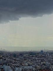 En attendant le feu d'artifice du 14 juillet 2012 depuis la terrasse de la Tour Montparnasse  Paris (y.caradec) Tags: sky cloud paris france tower monument clouds europe torre tour fete nuage nuages montparnasse iledefrance greysky bastilleday 2012 14juillet nationalday tourmontparnasse montparnassetower parisien ftenationale fetenationale cielgris europefrance cielnuageux cieldeparis 120714 hx9v 14juillet2012 14juillet12