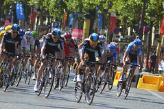 The Sky train almost in top gear (Majorshots) Tags: cycling tourdefrance peloton champslyses stage20 avenuedeschampslyses roadcycling teamsky skyprocycling tourdefrance2012 letour2012 rambouilletparis tape20