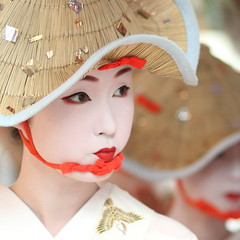The maiko (apprentice geisha) Kyka /   / Kyoto, Japan (momoyama) Tags: street travel red summer portrait people woman white flower girl beautiful beauty face hat festival japan canon hair real photography japanese photo dance costume eyes kyoto asia traditional culture makeup 85mm lips maiko geiko geisha 7d   ef85mmf18