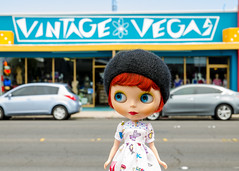 Where are the vintage cars? (_plastic_fashion) Tags: vegas doll blythe sincity plasticfashion
