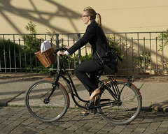 Street (gerhardschorsch) Tags: girl fahrrad sony zeiss ilce7r fe 55mm f18 za tights velo fashion cyclechic cycleculture bicicleta bicicletta biciclettes bicycle leggings