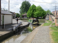 Hawkesbury Junction_Coventry_May07 (Ian Halsey) Tags: canallocks oxfordcanal imagesgooglecom coventrycanal hawkesburyjunction suttonstop flickriver hawkesburyjunctioncoventry flickr:user=ianhalsey copyright:owner=ianhalsey location:coventry=hawksburyjunction exif:model=pentaxoptiow30 suttonstopcoventry