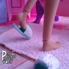 Barbie Made to Move joints 5/7 (pinkperfectplasticworld) Tags: djy08 barbie pink perfect plastic world int jour day nikon doll dolls poupe poupes puppen bambole poppen bonecas dockor nuket dukker blue top fitness bambi made move mtm 2015 mueca muecas mattel 16 sport  teresa