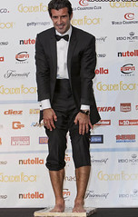 Luis Figo foot (Bulge&Suit Lover) Tags: gay hot foot crotch suit traje bulge luisfigo bulto