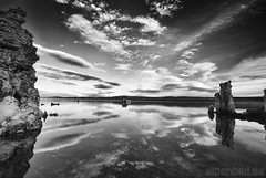Monolake in Monochrome (alpenbild.de) Tags: california blackandwhite usa cloud lake nature water monochrome rock clouds contrast landscape see evening abend rocks wasser natur rocky wolke wolken sw monochrom fels monolake schwarzweiss landschaft kontrast contrasts kalifornien felsen leevining kontraste felsig