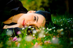 An elf in Rome (Fabio Sabatini) Tags: cecilia villapamphili 暈け blur haze ボケ ボケ味 bokeaji canon 50mm f14 fairy rome italy flowers daisies green purple eyes