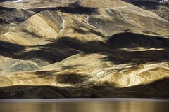 -lac brun Tso Moriri. Ladakh.Jammu kashmir.India (courregesg) Tags: india mountains landscape lakes kashmir geology lacs himalaya paysage ladakh jammu korzok the4elements