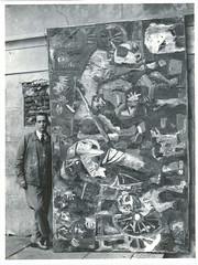 "<br /><span style=""font-size:0.8em;"">LEOPOLDO NOVOA CON EL CUADRO LOS DESALOJADOS  EN  MONTEVIDEO URUGUAY 1959<br />FOTO TESTONI STUDIOS</span> • <a style=""font-size:0.8em;"" href=""http://www.flickr.com/photos/114402629@N08/13384506104/"" target=""_blank"">View on Flickr</a>"