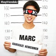 ตื่นมาก็เจอข่าวจาก @kamikaze_music พูดตรงๆว่าโกรธมาก .. ล้อเล่นน้า 555 ขนมจีนไม่โกรธหรอกค่ะ เพราะ น้ำยารสเด็กที่ข่าวเม้ามา จริงๆแล้วเป็น ศิลปินฝึกหัด Kamikaze Newcomer ชื่อน้อง @marc_kz น่ารักมาก ยอมเป็นข่าวด้วยค่า อยากรู้ว่าน่ารักแค่ไหน ติดตามน้องชายขนมจ