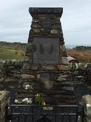 Memorial to the Exmouth Castle, Islay (reds on tour) Tags: sea irish canada islands scotland quebec ships islay londonderry derry exmouth wrecks memorials sanaigmore emigrants sanaigmorebay irishemigrants exmouthcastle ghillemhore sanaig