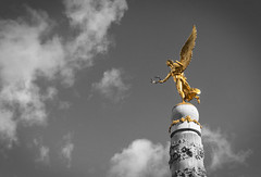 The Golden Victory Angel (Frederic DIDIER) Tags: blackandwhite bw france fountain statue angel gold noiretblanc champagne ange victory duotone reims fontaine victoire bichromie