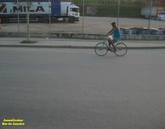 Ciclista (Janos Graber) Tags: riodejaneiro mila bicicleta ciclista rua jacarepagu merck