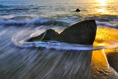 筆架石@枋山 (Vincent_Ting) Tags: light sunset sky seascape water clouds rocks waves taiwan 夕陽 台灣 milky 海岸 silky crepuscularrays 夕照 海浪 雲彩 枋山 屏東縣 vincentting