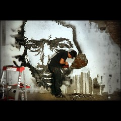 Vhils at work in New York #wallkandy #vhils #streetart #graffiti #art #newyork #nyc (Photos © Ian Cox - Wallkandy.net) Tags: street streetart newyork art canon ian photography graffiti gallery document cox vhils wallkandy