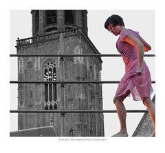 Ockham's Razor at Deventer op Stelten (Jeroen Bosman) Tags: woman church de arc rue thtre vrouw deventer jerk straattheater lebuinus acrobatic selectivecolor selectivecolour streettheatre deventeropstelten acrobatisch lebuines ckhamsrazor