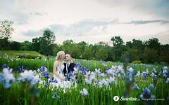 swietliste-artystyczna-fotografia-slubna-romantyczny-plener-na-lace-pelnej-kwiatow