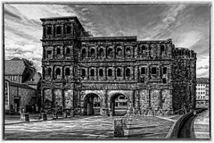 Trier - Porta Nigra 05 (Daniel Mennerich) Tags: canon dslr eos hdr hdri spiegelreflexkamera slr monochrom monochrome monochromephotography