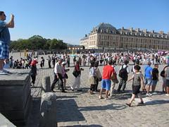 File d'attente monstre  Versailles (www.louvrepourtous.fr) Tags: file muse queue versailles chteau attente visiteurs