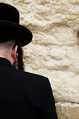 Praying in the Western Wall - Rezando no Muro das Lamentaes (Ilan Ejzykowicz) Tags:  jeruzalem westernwall wailingwall gerusalemme jerusaln murodelaslamentaciones    murodaslamentaes murodelpianto kuds klagemuren klagemauer  ierusalim herusalem murdeslamentations murodeloslamentos quddus  cianapaczu grdemuren alamaduvar muroccidental murooccidentale jeruzslem vestmuren    jeruzalm  xerusaln raudsiena siratfal jeruzal      zenk    cherusalem  herusal qds jeruusalemm jeruzalim iarsailim yrusalem  jerozolma  yerusalemu orelm     vakarinsiena muremzachodnim zidulplngerii vstramuren batduvar  bctngthankhc