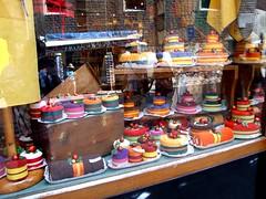 Torte....spugnose! (AngelaRosaria) Tags: colori viaggio barcellona particolari vetrine spugne sagna