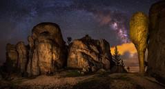 Muslo de pollo (el_farero) Tags: sky lightpainting canon way stars rocks nightshot via estrellas nocturna 5d soria milky maglite panormica lactea castroviejo farero