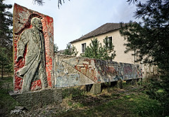 lenin in germany ([AndreasS]) Tags: lenin urban building abandoned statue germany army outdoors war exterior secret military exploring wwii nuclear soviet figure ww2 facility atom urbex vogelsang