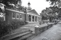 Griffith Court House (phunnyfotos) Tags: winter bw building architecture fence mono nikon arch landscaping pavement steps australia arches monotone sidewalk seats nsw newsouthwales courthouse griffith 1928 footpath forecourt riverina d5100 nikond5100 phunnyfotos
