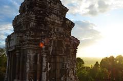AK_PhnomBakheng_08 (chiang_benjamin) Tags: sunset tower temple ruins cambodia religion angkorwat phnombakheng