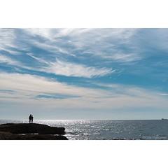 Dissabte, 21 de maig de 2016: Parella a l'horitz de la costa de Tarragona, de Cris Figueras (@crisfigueras) (Tarragona Turisme) Tags: sea sky costa sun art heritage tourism sol beach coast mar agua mediterranean mare may playa cel cte unesco mai ciel cielo experience mayo catalunya sole turismo plage celo spiaggia aigua tarragona mediterrneo maggio tourisme platja photooftheday picoftheday tarraco maig mediterrani marenostrum racons costadaurada turisme tarragone photodujour fotodelda fotodeldia fotoscel trraco humanitat essncia solil iphoneography catalunyaexperience igers mediterrniament instagram instagramers igerstgn catexperience