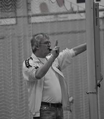 Onze scheidsrechter Ab Betzema in actie. (foto Henk H.)