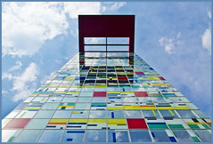 Follow the Color Brick Road (Bert Kaufmann) Tags: haven color colour architecture germany deutschland harbor waterfront harbour architect hafen dsseldorf allemagne glas faade architectuur duitsland alsop hochhaus colouredglass medienhafen staal handelshafen speditionsstrasse williamalsop colorium gekleurdglas amhandelshafen kantoortoren williamallenalsop kantorenflat speditionsstrassepeninsula followthecolorbrickroad