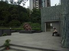 Zhang Huan's Sleeping Buddha Head (cumulo-nimbus) Tags: architecture hongkong asiasociety april2012