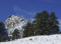 Hues and Whisps (Ronald Day) Tags: colorado boulder crags eastslope winterlandscape chautauquapark greenmountain sandstoneformations fountainformation mountainsnow boulderflatirons flatironsinsnow flatironsinwinter rockformationsinwinter mountainsnowscape