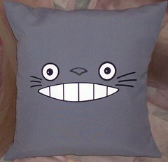 Almohadn Totoro (Lady Krizia) Tags: anime cine pillow totoro miyazaki japon vinilo animacin wilwarin estampado almohadon termoestampado