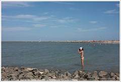 * (Dit is Suzanne) Tags: 18072010 duitsland german германия боркум borkum ©ditissuzanne canoneos40d img3630 tamron28200mm13856 mensen people люди strand beach пляж fotograaf photographer фотограф views900