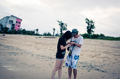 Sweet moment :D (dyorex) Tags: ocean boy sea people love beach girl asian person emotion sweet chinese taiwan feeling moment   kenting asianboy asiangirl chinesepeople chinesegirl chineseboy