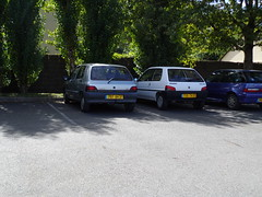 Peugeot 106 XND de 1995 710 TX 37 & Renault Clio I 797 XH 37 - 27 aot 2012 (Rue de la Gitonnire - Jou-ls-Tours) (Padicha) Tags: auto old light building bus sol grass car station work vintage de construction automobile track lac tram rail august traverse center voiture mat stop le contact signalisation poteau tso tramway btiment aps par congestion alimentation travaux ligne herbe vieille ancienne bouchon vehicule arienne bton arrt plateforme catnaire plateform mt vhicule utilitaire embouteillage 2013 catnaires bsues vgtalise letramdetours padicha