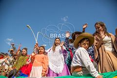 SU_PortoAlegre0597 (Visit Brasil) Tags: horizontal brasil poste retrato portoalegre evento riograndedosul cultura sul tribo comgente diurna avenidaedvaldopereirapaiva desfilefarropilha