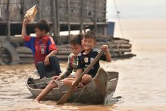 DSC_6733 (Omar Rodriguez Suarez) Tags: smile boat kid cambodia sonrisa nio camboya